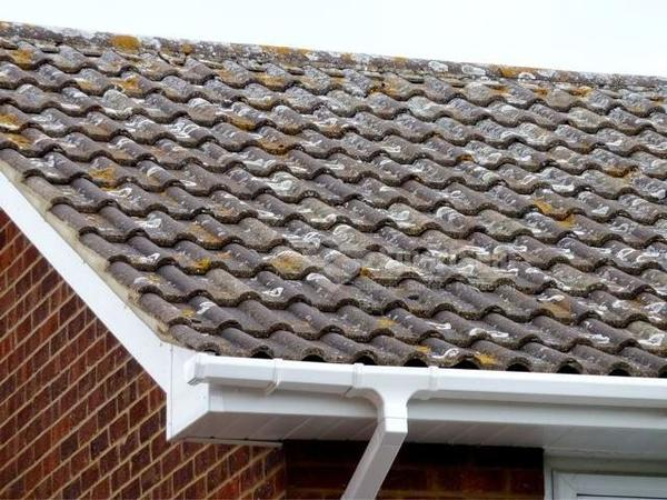 Concrete roof tiles badly weathered
